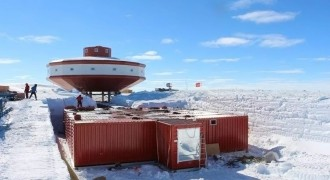 中国南极泰山科考站 – 集装箱机房
